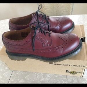 Dr Martens 3989 Wingtip Lace-Up SMOOTH Cherry Red